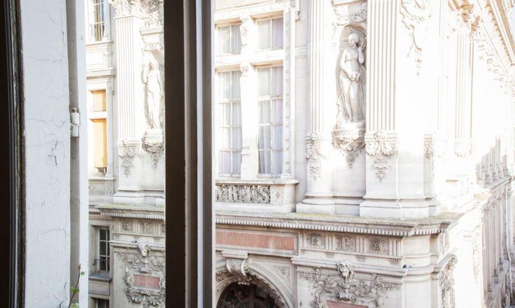 Vue très parisienne, Mairie du 10ème à Paris - The Socialite Family