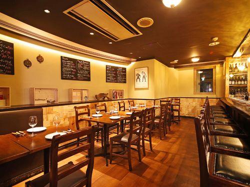 自然派ワインとフランス郷土料理ChouChouのお店情報。自然派ワインとフランス郷土料理ChouChouは、東京都渋谷駅周辺にあるイタリアン・フレンチのお店です。フレンチ ワイン デート 接待 渋谷なら自然派ワインとフランス郷土料理ChouChou。自然派ワインとフランス郷土料理ChouChouのメニュー、お店の雰囲気、アクセス方法、クーポン情報、ランチ情報、コースメニュー、お店のウリなどをご紹介。