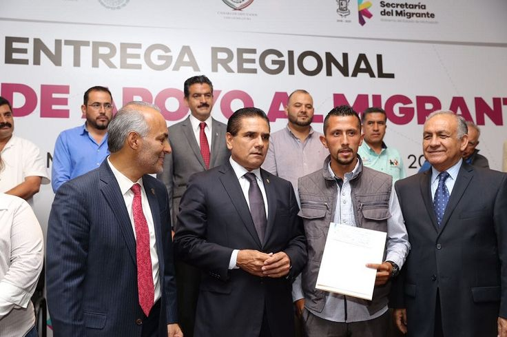 El gobernador de Michoacán entregó recursos del Fondo de Apoyo al Migrante; en total se otorgaron incentivos para 197 proyectos productivos a beneficiarios de 16 municipios, con un monto cercano ...