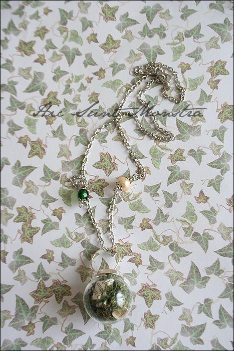 Green Dream - collana anello con ampolla in vetro, pagine di libro, muschio e cristalli. : Collane di hic-sunt-monstra