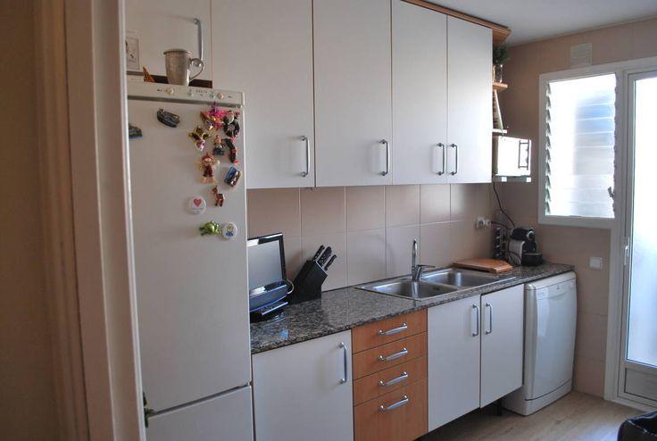 Los espacios de nuestra casa que necesitan primero una remodelación son la cocina y el baño, por ser estas las habitaciones más utilizadas. Sin embargo, curiosamente, son las remodelaciones que más nos cuesta realizar porque se tiende a pensar que pueden ser complicadas, debido a las tuberías de agua o gas, humedades, etc. Pero no siempre es así, las remodelaciones de la cocina por ejemplo, pueden ser parciales: a veces solo una mano de pintura y quitar manchas de humedad son suficientes, en…