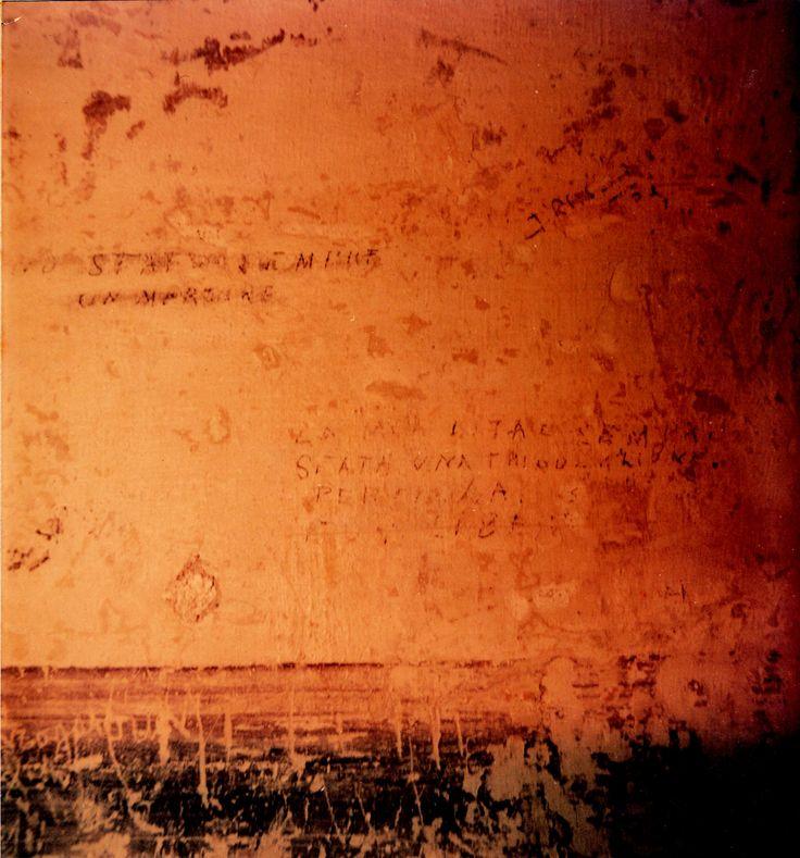 Tra il 1943 e il 1945, la casa dello Studente di Genova fu la sede operativa di Gestapo e SS comandate da Friedrich Engel, che da qui ordinò la Strage della Benedicta (147 fucilati), la Strage del Turchino (59 fucilati), la Strage di Portofino (22 fucilati) e la Strage di Cravasco, nei pressi di Campomorone (20 fucilati). Nei sotterranei furono ritrovate quattro cellette  e la galleria delle torture, a oggi visitabili. Nella foto, i graffiti lasciati sui muri delle celle dai prigionieri.