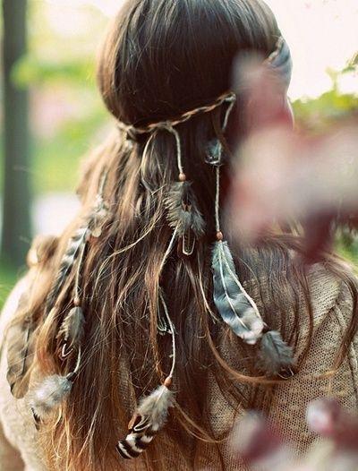 Hippie hair. GORGEOUS. #feathers #brown #hippie #summer ✌