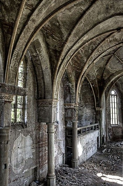 .: Abandoned Architecture Castles, Old Church, Ghosts Town, Wedding Photos, Abandoned Castles, Gothic Architecture, Gothic Arches, Abandoned Places, Abandoned Church