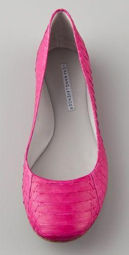 Vera Wang - Lara Embossed Snake Ballet Flats in hot pink I
