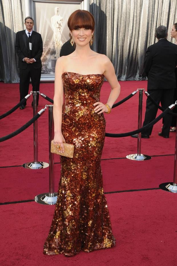 LOVE her dress. Ellie Kemper in Armani Prive at the 2012 Oscars. My Best Dressed vote of the night. Also love her work :)