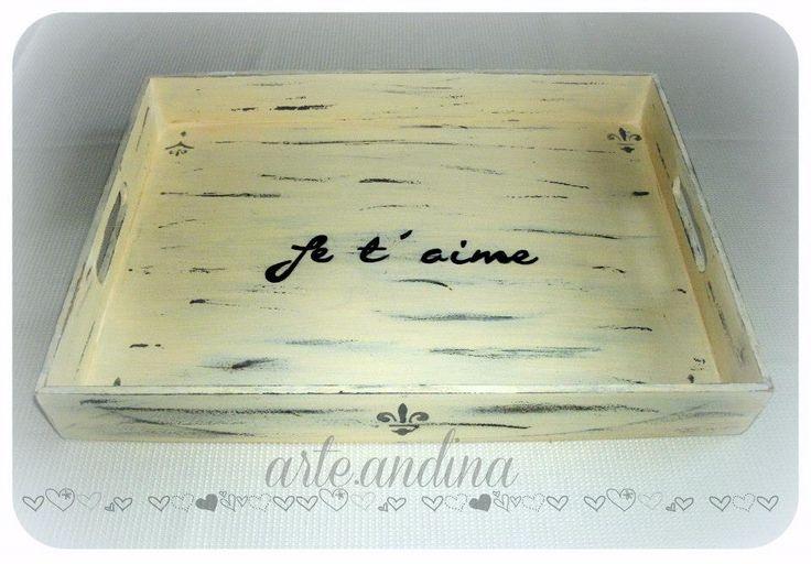 Vintage wood tray Bandeja para Desayuno con Frase pintada a mano. Efecto decapado
