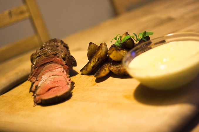 Tenderloin sous vide, served with triple baked potatoes and sauce Bearnaise sous vide.