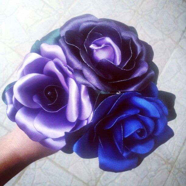 Piccolo bouchet di rose in raso .... i miei colori preferiti per fare delle prove e stuzzicare una futura sposa :P