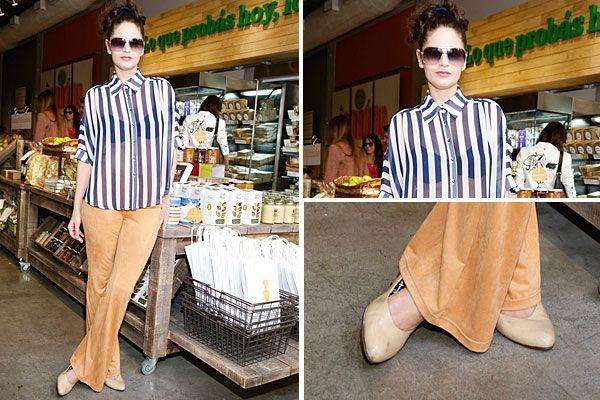 Romina Ricci fue al evento qur organizó Green Eat con una camisa rayada, con transparencias y pantalones Oxford y stiletos. Foto: gentilez...