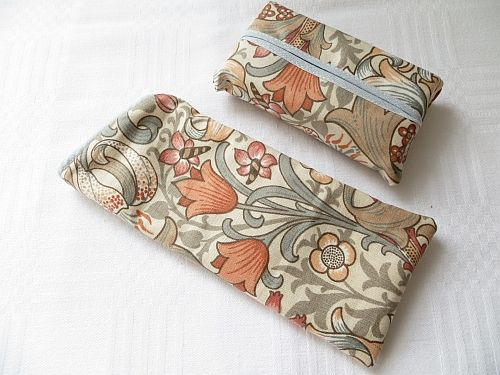 Morris Golden Lily Peach Handmade Glasses Case and Tissues http://www.fleecehatsbyjacaranda.co.uk/specs-casessets-liberty-morris-c-16.html?page=3&cookie=y&sort=3a