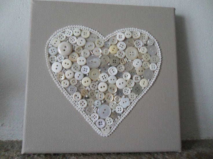 cadre toile décoré avec coeur en bouton : Décorations murales par creativemartine