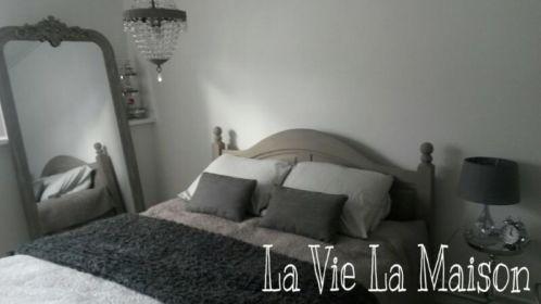 Slaapkamer landelijk grijs wit Annie Sloan Paris Grey en French Linen ...