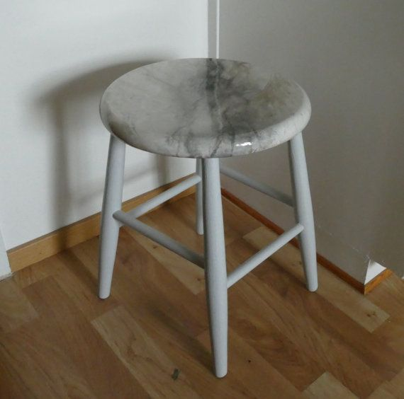 Marble imitation on a recykled wooden stool unike by IlseHviid