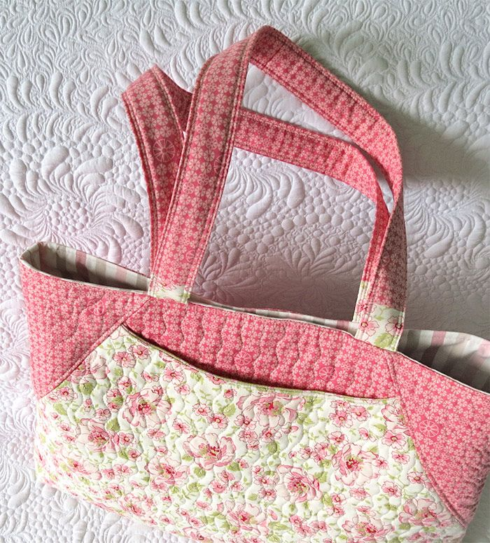 Large quilted tote bag- the best bag to sew as gift; click through to find out why.  via @Geta Grama of Geta's Quilting Studio