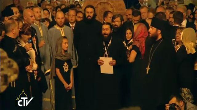 Samedi 1er octobre 2016, le pape François était en visite à la cathédrale orthodoxe de Svetitskhoveli à Mtskheta, en Géorgie. À cette occasion, le père Seraphim et ses choristes ont chanté le psaume 53 en araméen. Un instant magique et envoutant. Les langues araméennes forment une branche de la famille des langues sémitiques. Certaines de ces langues ont disparu, mais d'autres sont encore parlées en Turquie, en Géorgie, en Palestine, en Iran, en Irak, en Syrie et en Israël.