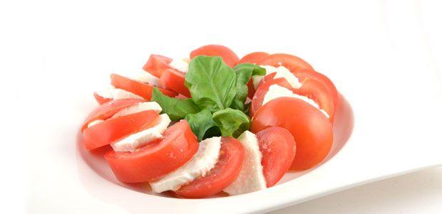 Salade Caprese (Insalata Caprese) is een Italiaans voorgerecht. Hij wordt gemaakt met tomaat, mozzarella en basilicum. De kleuren van de Italiaanse vlag.
