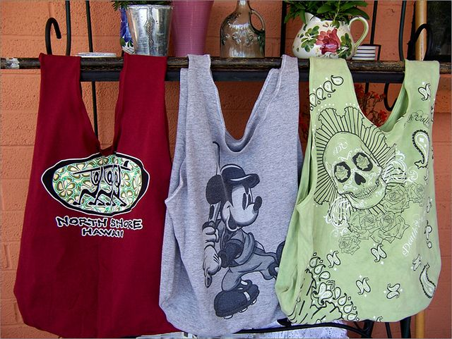 These look super easy to make and a great way to recycle old t-shirts. I think …