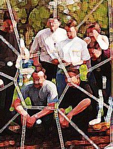 Das Spinnennetz wird gebildet durch Schnüre, die entlang eines zwischen zwei Bäumen als Rahmen gespannten Seiles so miteinander verknüpft werden, dass verschieden große Öffnungen entstehen, durch die die einzelnen Teammitglieder hindurchsteigen oder hindurchgereicht werden können.