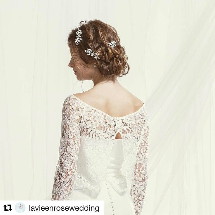 Repost @lavieenrosewedding with @repostapp ・・・ ドレスと同じシルクの生地