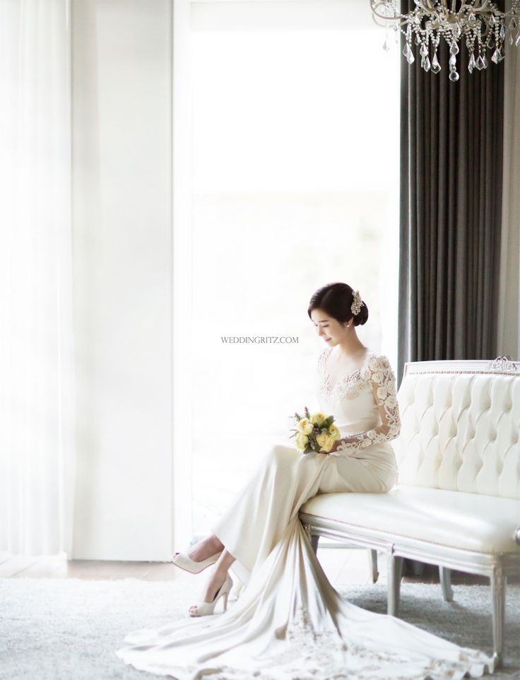 Let me share a recent hot Korean wedding studio 'Gray Scale Studio (Soft Gradation)'. It's been loved so much from many couples because of their typical rooftop pre wedding scene. The black and white pictures give you more a clam and majestic aura for your pre wedding album. Gray Scale studio creates many of movie-like pre wedding photos in their simple and the elegant style Korea pre wedding photos are taken at many different scenes. The combination of classic and modern style studio set…