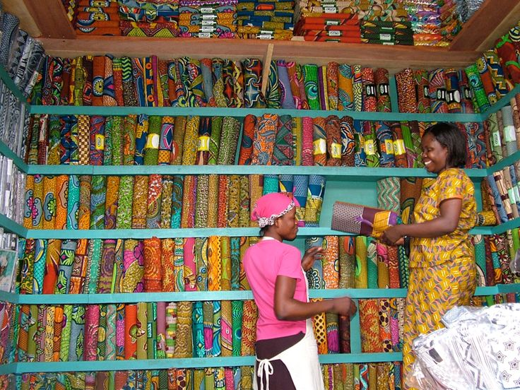 Thamani Fashion zoekt naar de mooiste #batik stoffen voor haar #verantwoorde en hippe kleding!
