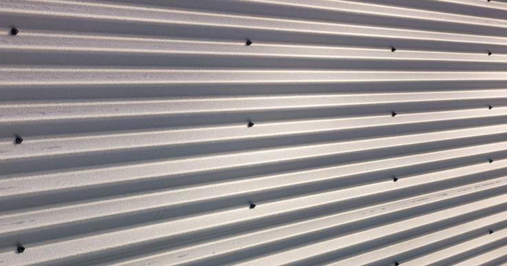 Cómo enderezar el aluminio doblado. Cuando se trabaja con materiales de aluminio, es común tener que doblarlos debido a sus maleabilidad. Mientras que es tentador descartar un objeto de aluminio doblado, en la mayoría de los casos puedes enderezarlo y seguir usándolo, ahorrándote el costo de tener que comprar uno nuevo y el tiempo que lleva reemplazarlo. La mejor parte es que puedes ...
