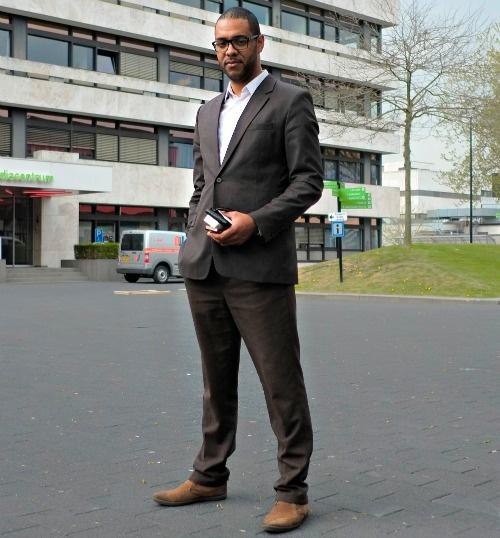 De kleren van... de IT-consultant. Frits (30) 'Ik hou niet van heel formeel, stropdassen draag ik bijvoorbeeld nooit.' http://www.intermediair.nl/weekblad/20130516/#15
