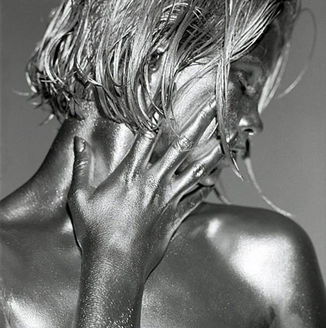 Фотограф превращает женщин в живые скульптуры http://artlabirint.ru/fotograf-prevrashhaet-zhenshhin-v-zhivye-skulptury/  Итальянский фотохудожник Гвидо Арджентини в своих работах стремится показать всю утонченность и изящество женского тела. Его проект «Серебряный взгляд» — это поистине восхитительные фотографии, на которых художник превратил женщин в живые статуи,... {{AutoHashTags}}