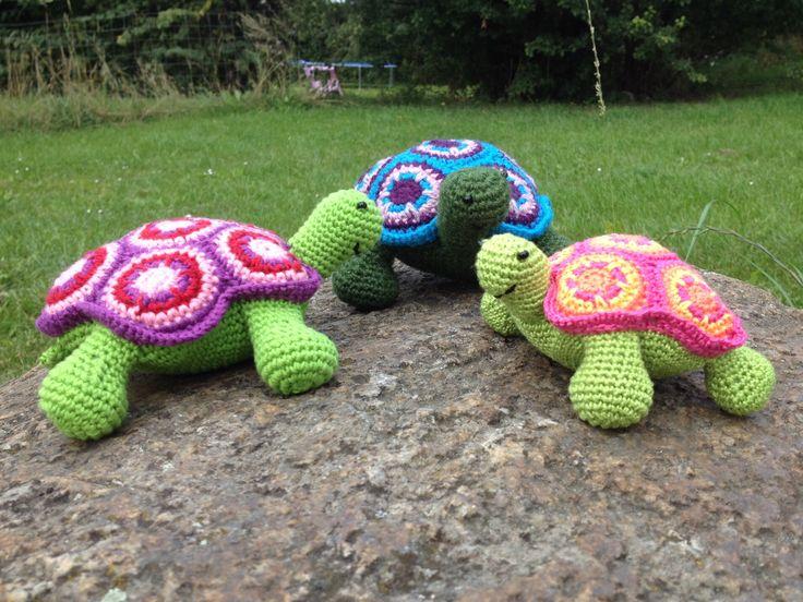 Hæklede skildpadder. Alt hæklet sammen, intet er syet