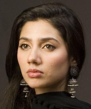 "Mahira Khan in gorgeous ""Jhumkha"" earrings."