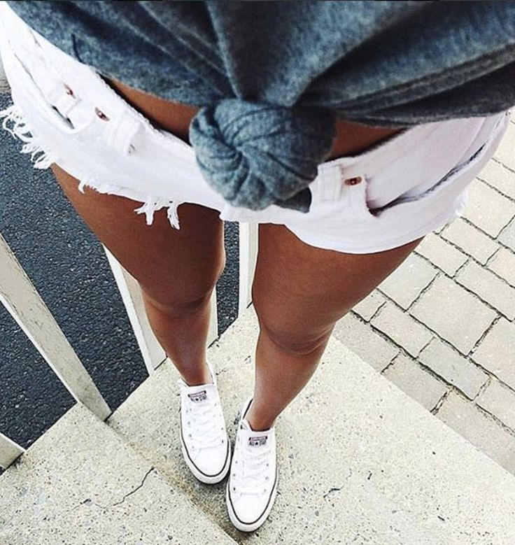 knotted tee + white shorts + chuck taylors