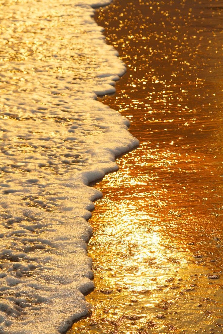 Sunlight. I dancing on the waves like diamonds