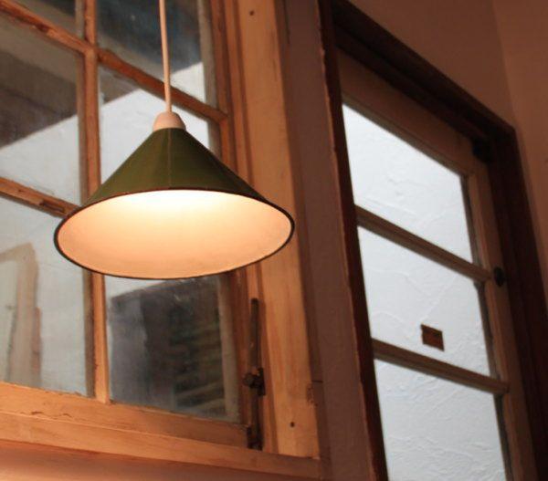 錆や色むらも味になるアンティークシェード天井照明