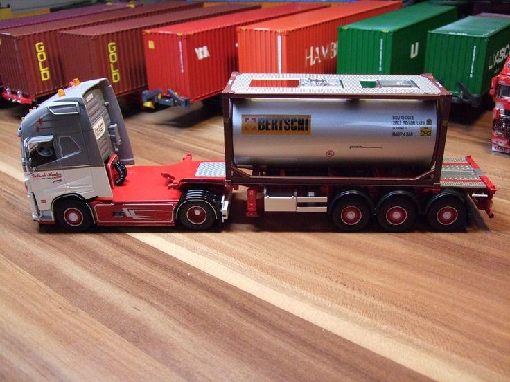 Tekno de Kraker Volvo FH04 Globetrotter XL mit Bertschi Swapcontainer – metehan mete