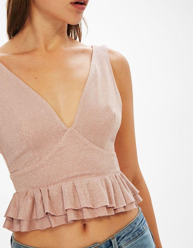 top tirantes fibra metalizada volantes. Descubre ésta y muchas otras prendas en Bershka con nuevos productos cada semana