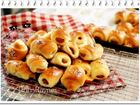 Resep Roti Unyil Sosis Keju Favorit Keluarga ( Mini Sausage roll bun) oleh Tintin Rayner - Cookpad