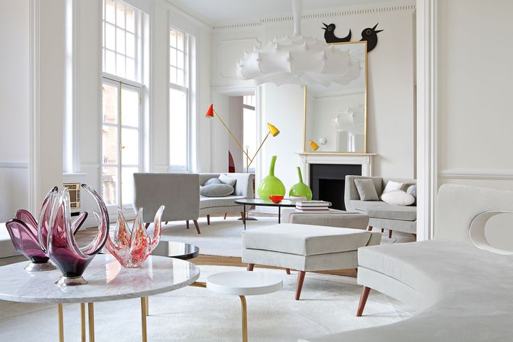 Best known for the design of the bright and colorful car park of the Hotel Puerta America in Madrid, Teresa Sapey, the Italian Architect and Designer behind the Madrid-based Estudio Teresa Sapey, strikes yet again with another high-end residential project in the heart of London's South Kensington.