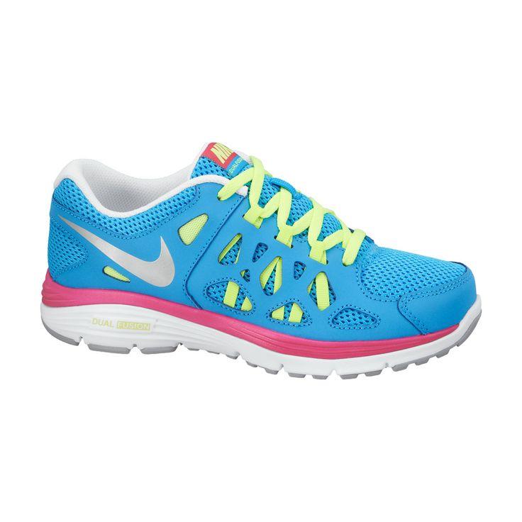 Το γυναικείο αυτό παπούτσι της Nike γαλάζιο με ροζ και κίτρινες λεπτομέρειες διαθέτει: Εξωτερικό πλέγμα, που επιτρέπει την καλύτερη κυκλοφορία του αέρα. Ενδιάμεση σόλα Phylon για καλύτερη απορρόφηση κραδασμών. Εξωτερική σόλα από καουτσούκ για βέλτιστη πρόσφυση και μέγιστη αντοχή.