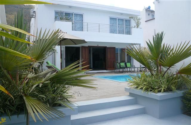 4 Bedroom Villa in Tamarin to rent from £430 pw, with a private pool. Also with balcony/terrace, air con and TV.