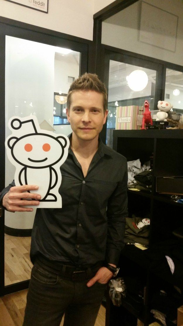 """Matt Czuchry, who currently plays Cary in The Good Wife, held a Reddit AMA on Monday, May 11. 