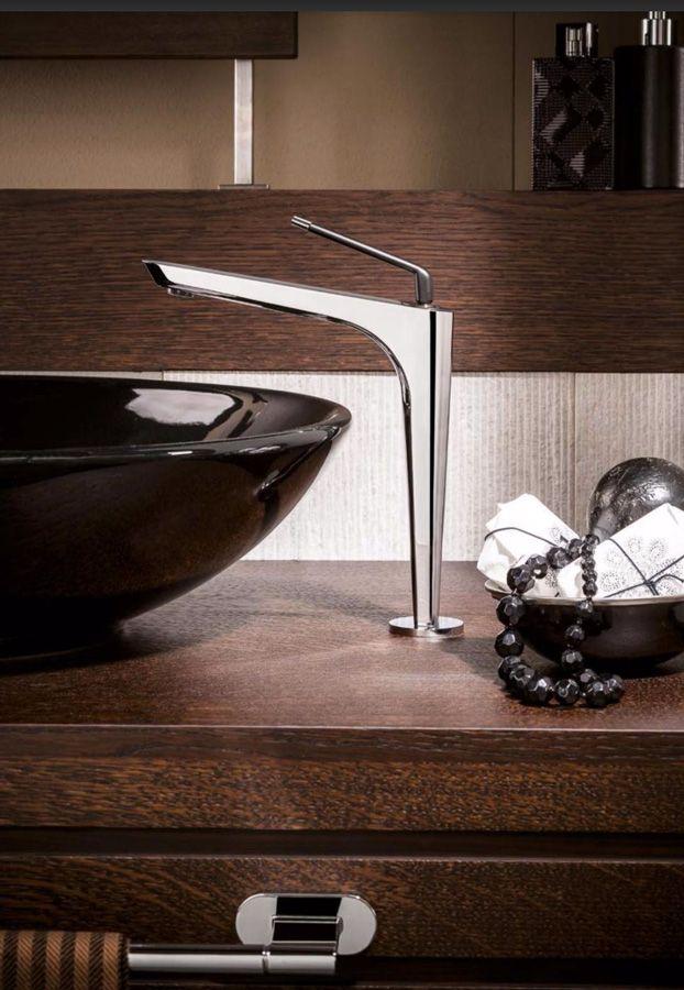 #ORama di @newformitalia è un vero e proprio esercizio di stile, un tocco di #design elegante ed equilibrato, che conferisce armonia a tutto il bagno. www.gasparinionline.it #interiors #bathroom #rubinetteria #style #arredobagno