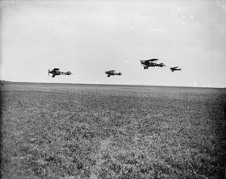 BRITISH AIRCRAFT FIRST WORLD WAR 1914-1918 (Q 12055) A group of Bristol Fighters taking off.
