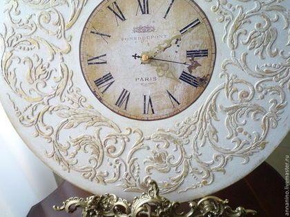 Купить или заказать Настенные часы Вальс  Шебби шик в белом в интернет-магазине на Ярмарке Мастеров. Натенные часы, деревянные, декупаж, объемный декор, легкое золочение (по желанию), шебби шик. Романтические настенные часы, прекрасно подойдут к стилю Прованс, Шебби шик. Настенные часы составят комплект со шкатулкой Вальс Шебби шик в белом Часы для дома с нотками французского шика.