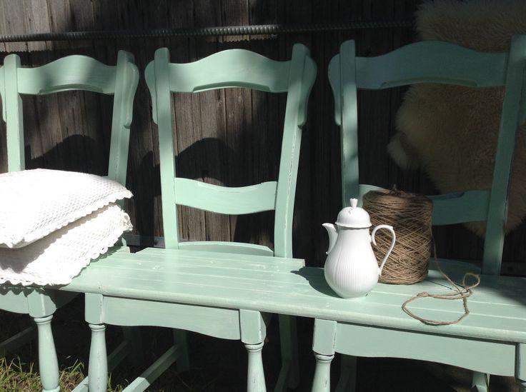 Mooi Brocante hal bankje, gemaakt van drie oude stoelen - HouseLabel