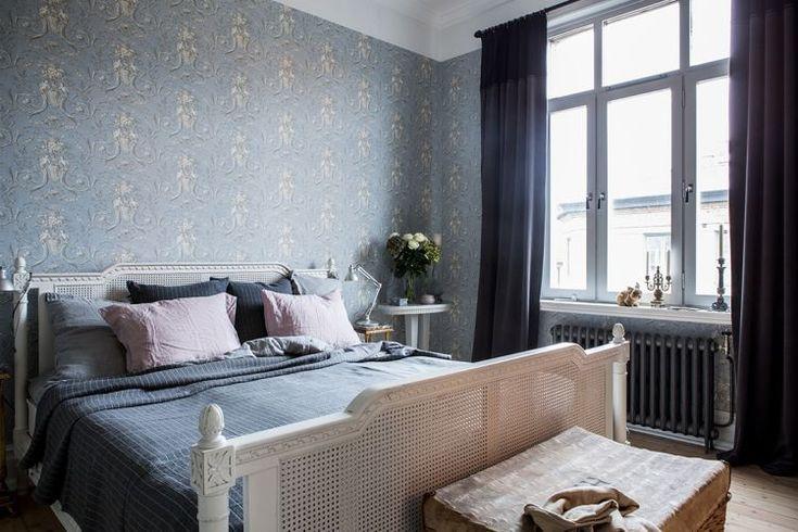 Шведская двухкомнатная квартира площадью 58 квадратных метров расположилась в старинном доме стиля модерн, 1903 года постройки, в Стокгольме