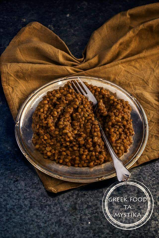 Lentils cooked in fresh tomato sauce