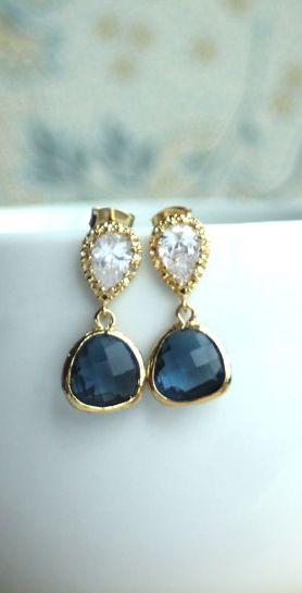 Beautiful earring. #earrings #designer #jewelry #jewellery #design #exclusive #exquisite #elegant #beautiful #unique #gold #diamond #ring #gems #breathtaking #ornaments