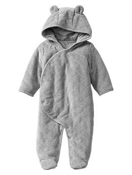Quilted bear footed one-piece from GAP ($39.95). Apparently THE perfect baby item. Need for keeping the little one warm during those cold months of Winter/Spring. Size 0-3 months.