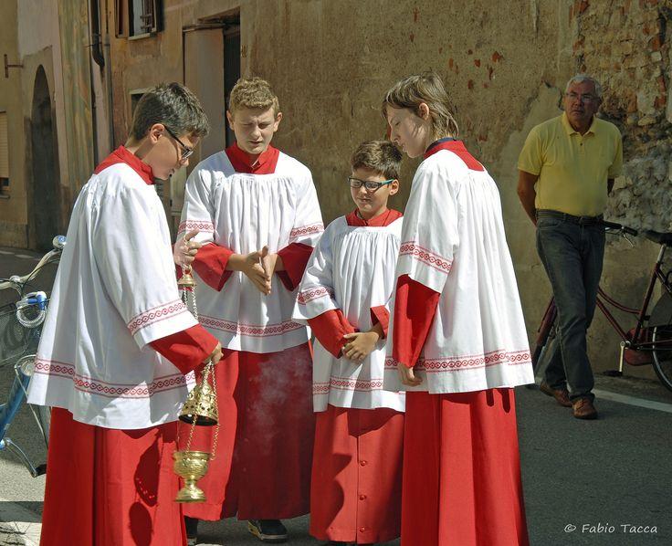 https://flic.kr/p/xBsDyi | prove tecniche di incensazione | Chierichetti all'opera! Processione di San Rocco a Cavaglio d'Agogna (NO)